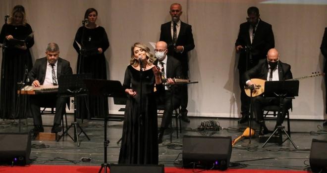 Büyüleyen 'Atatürk şarkıları' gecesi