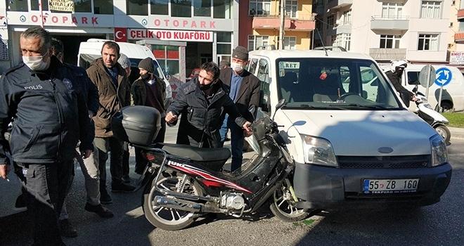 Samsun'da motosiklet hafif ticari araçla çarpıştı: 1 yaralı