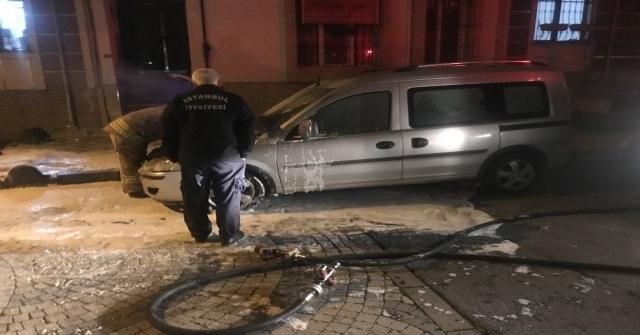 Bağcılarda Park Halindeki Otomobil Kundaklandı