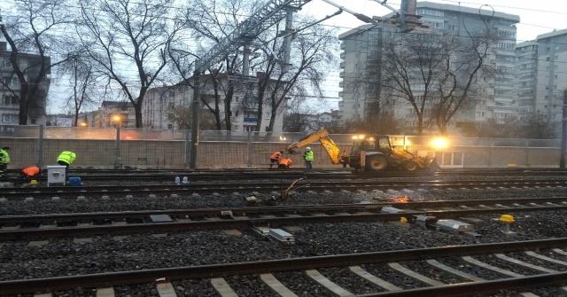 Başkentte Raydan Çıkan Akaryakıt Treni Raylara Oturtularak Olay Yerinden Uzaklaştırıldı