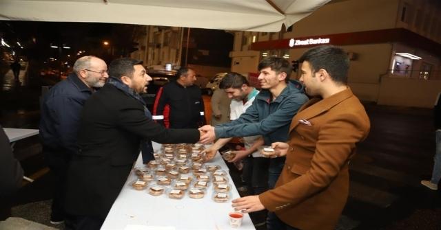 Başkan Arı, Kandil Simidi Ve Şerbeti Dağıttı