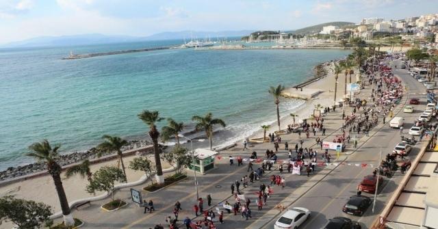 Kuşadasında 2 Kilometre Uzunluğunda Turizm Korteji