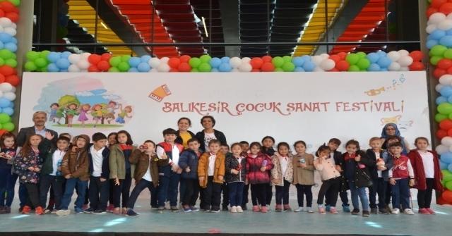 Balıkesirde Çocuk Sanat Festivali Devam Ediyor