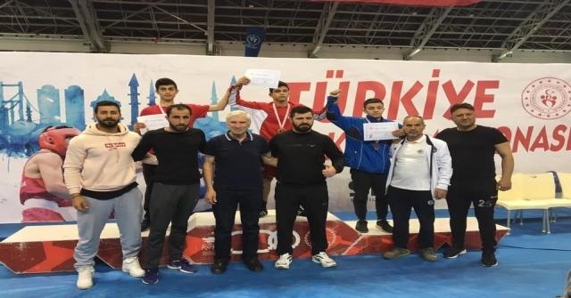 Vanın Demir Yumruklu Boksörü Mersinden Türkiye Şampiyonluğu İle Döndü
