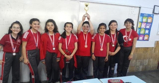 Denizlide 'Okullar Arası Küçükler Tenis Turnuvası Sona Erdi
