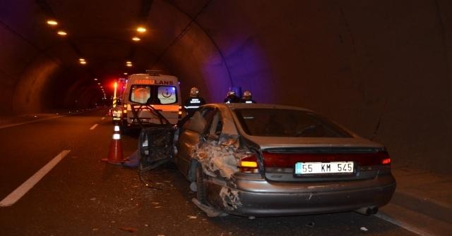 Tünelde Arıza Yapan Otomobilini İterken Canından Oldu