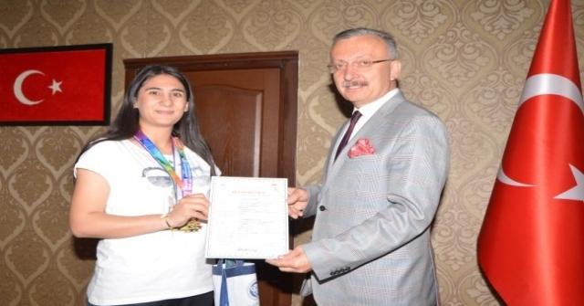 Erzincan Üniversitesi Öğrencilerinden Atıcılıkta Türkiye Rekoru