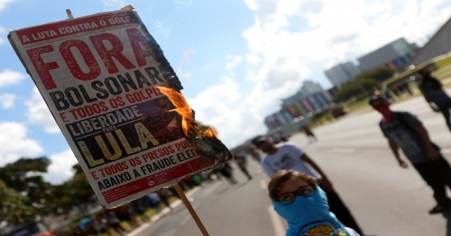 Brezilyada Öğrenciler Sokağa İndi