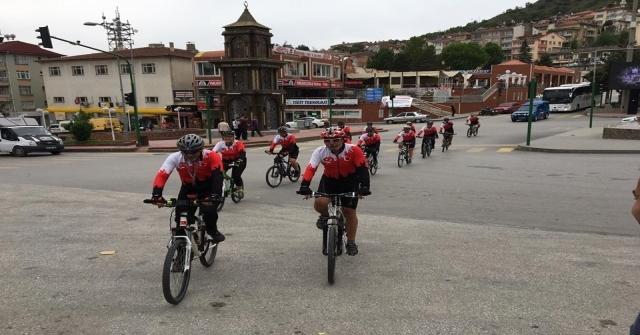 Samsuna Giden Bisikletçiler Tosyada Mola Verdi