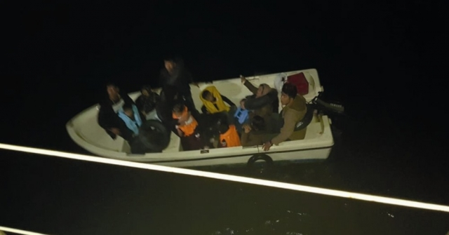 Kuşadasında 13 Kaçak Göçmen Yakalandı