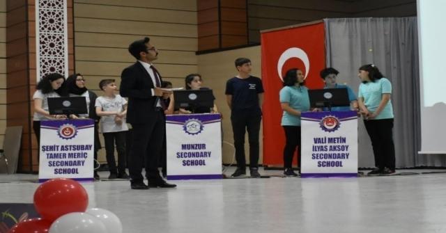 Erzincanda Ortaokullar Arası Bilgi Yarışması Yapıldı