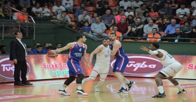 İlk Yarı Finalist Anadolu Efes
