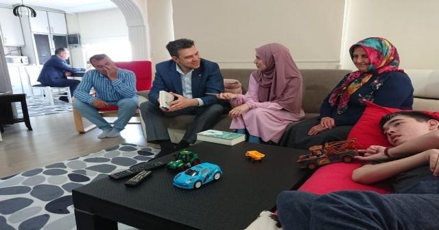 Bursa Milletvekilinden, Hayatını Serebral Palsi Hastası Kardeşine Adayan Küçükanneye Ziyaret