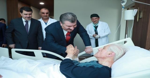 Bakan Kocadan, Nuri Pakdile Hastane Ziyareti
