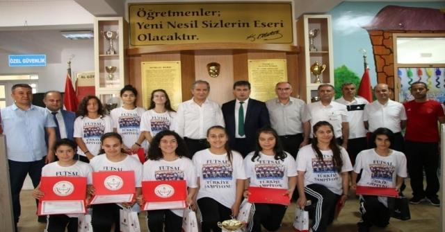 Ekinci Ve Eskici Türkiye Şampiyonu Takımı Ödüllendirdi