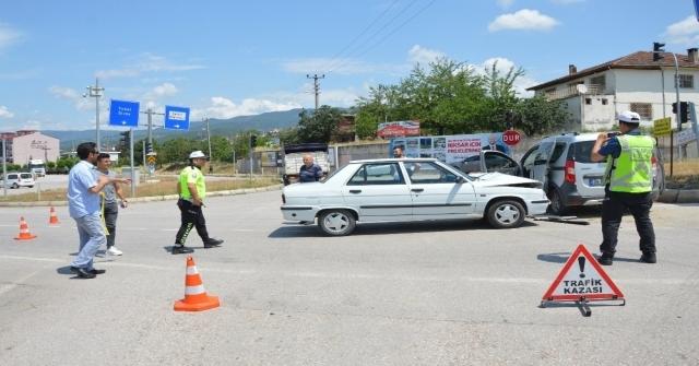 Tokatta Otomobiller Çarpıştı: 10 Yaralı