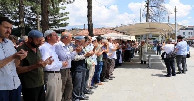 Erzincanda Yüzlerce Müslümanın Katılımıyla Mursi İçin Gıyabi Cenaze Namazı Kılındı