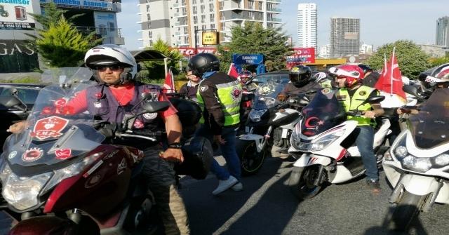 Motosiklet Sürücülerinden Binali Yıldırıma Jest