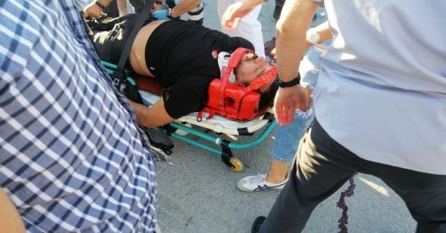 Otomobille Çarpışan Motosiklet İkiye Bölündü: 2 Ağır Yaralı