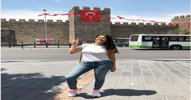 Kayserisporlu Taraftarlardan Dorothee Poulaine Süpersin Yenge!