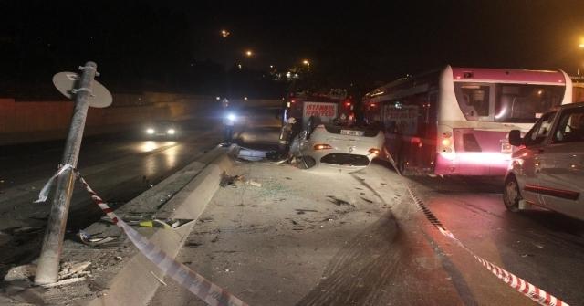 Trafik Işığına Çarpan Otomobil Takla Attı: 1 Yaralı