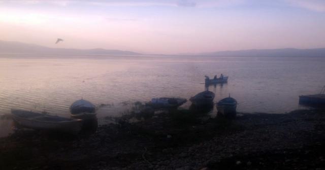 Marmara Gölünde Tekne Alabora Oldu: 3 Kişi Kurtarıldı, 2 Kişi Kayıp