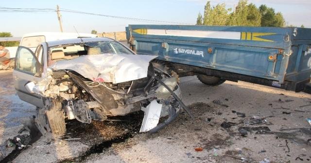 Traktör İle Otomobil Çarpıştı: 2 Yaralı