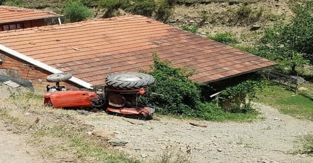 Kontrolden Çıkan Traktör Şarampole Yuvarlandı