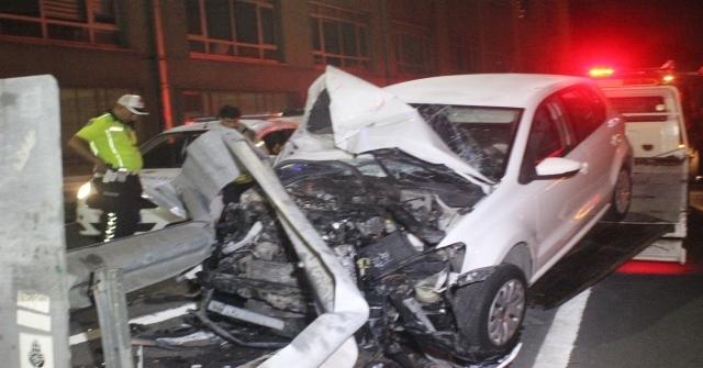 Ok Gibi Bariyerlere Giren Sürücüyü Emniyet Kemeri Kurtardı