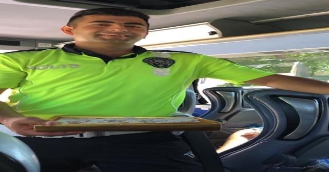 Yolcu Otobüsünü Durduran Polisler Bakın Ne Yaptı