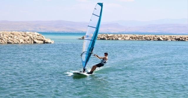 Van Gölünde Rüzgar Sörfü Yaygınlaşıyor