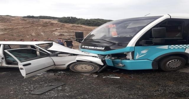 Minibüs İle Otomobil Kafa Kafaya Çarpıştı: 6 Yaralı