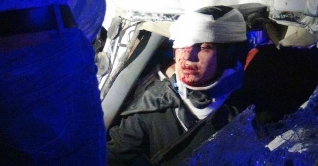 Minibüs İle Kamyon Çarpıştı:4 Ağır 3Ü Çocuk 8 Yaralı