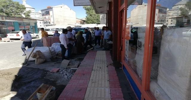 Erciş Belediyesinden Kaldırım Çalışması