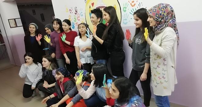 Öğrenciler OkulDuvarlarını Renklendirdi