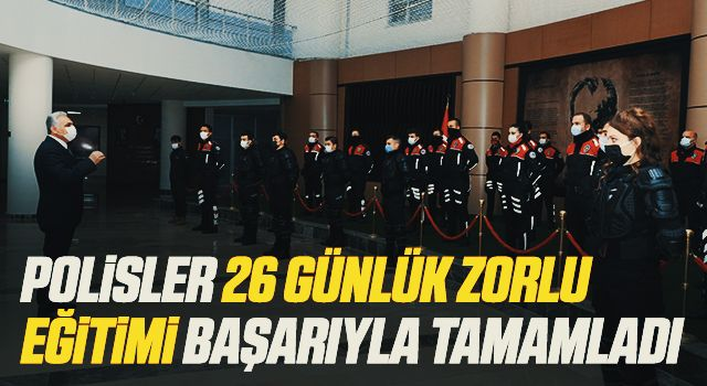 Polisler 26 günlük zorlu eğitimi başarıyla tamamladı