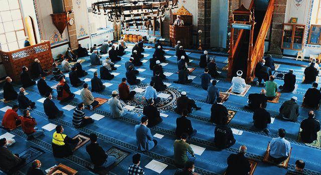 Ramazan'ın son cumasında camiler mahzun kalmadı
