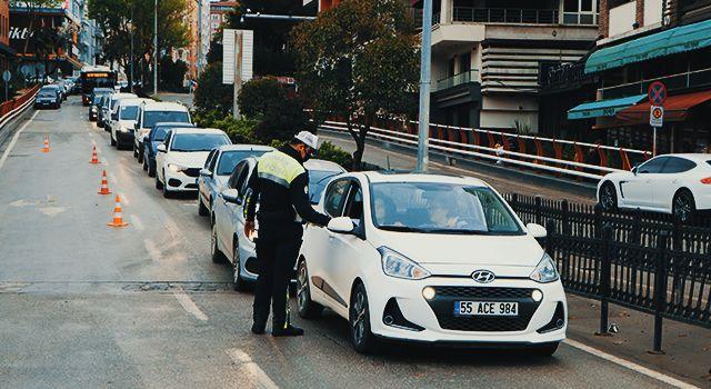 Samsun'da kısıtlamada sıkı denetim: Araçlar tek tek kontrol ediliyor