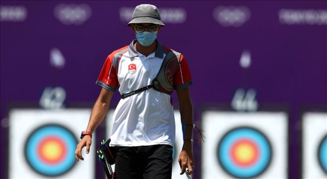 Mete Gazoz, erkekler bireysel sıralamada 669 puanla 10. sırayı aldı.