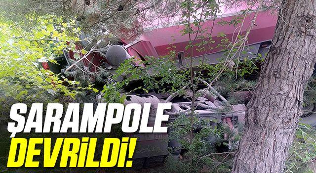 Samsun'da kum yüklü tır şarampole devrildi: 1 yaralı