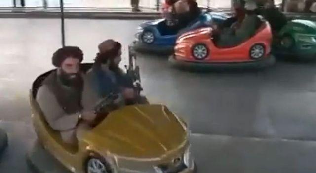 Taliban üyeleri lunaparkta eğlendi! Spor salonundaki hallerine bakın