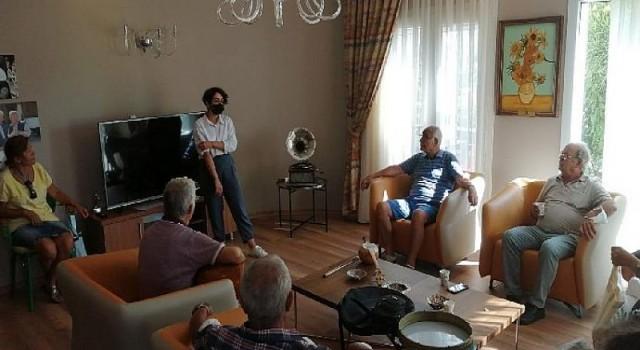 60 yaşından sonra Türk Halk Müziği Koro Ekibine katıldılar
