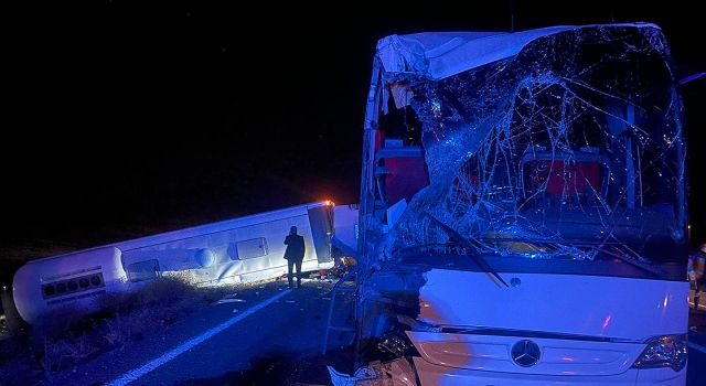 İki yolcu otobüsü kaza yaptı: 44 yaralı