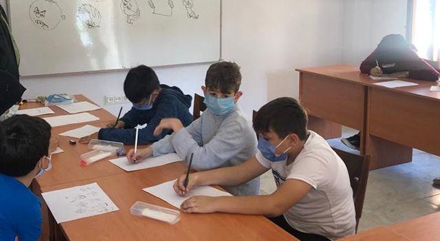 Öğrencilere karikatür dersi