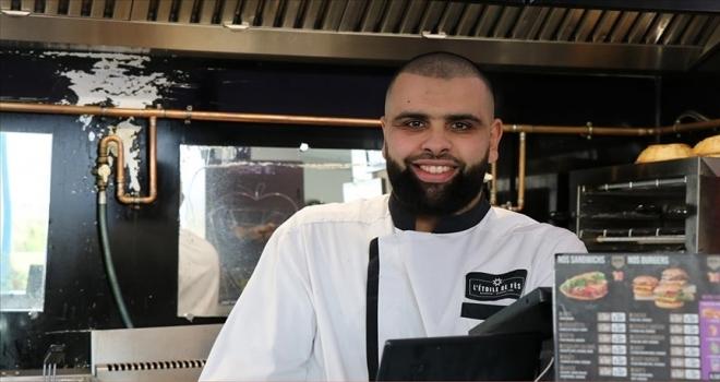 Müslüman restoran sahibi Fransız öğrencilere ücretsiz yemek veriyor