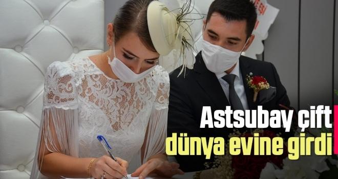 Astsubay çift dünya evine girdi
