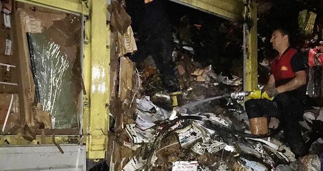 Kargo kamyonu yandı
