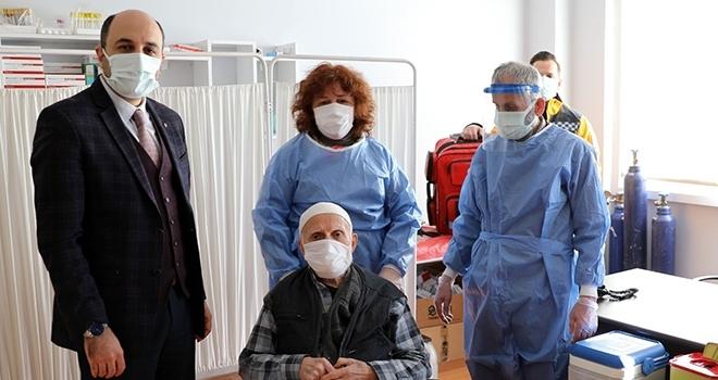 Samsun'da Huzurevi sakinlerine korona aşısı