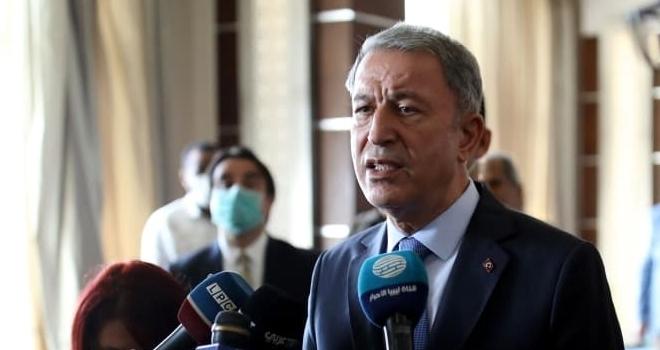 Milli Savunma Bakanı Akar, Libya'da Mehmetçik'le bir araya geldi