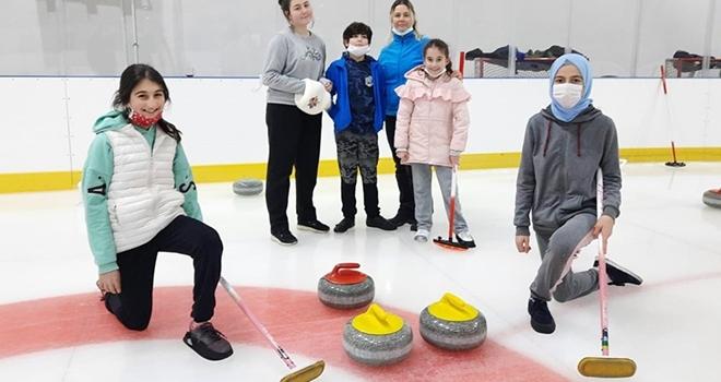 Curling Halk Turnuvası şampiyonası'nda Madalyalar Sahiplerini Buldu